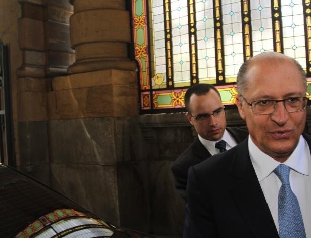 14.mar.2014 - O governador Geraldo Alckmin comparece ao velório do ator Paulo Goulart no Theatro Municipal em São Paulo