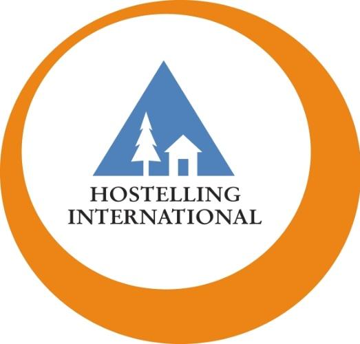 Para economizar na hospedagem. Aplicativos como HI Hostels app (www.hihostels.com) fazem buscas e reservas em albergues de diversos países do mundo. O primeiro realiza pesquisas em mais de quatro mil opções de hostels em 90 países e conta com informações de cada estabelecimento com mapas de localização e opções de atrações turísticas. Já o aplicativo Hostelworld oferece pesquisa em mais de 35 mil albergues em 180 países. Disponíveis para IOS e Android. Grátis