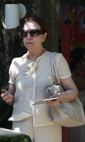 15.mar.2014 - Fernanda Montenegro na comemoração do aniversário de Regina Casé no Rio. A apresentadora, que completou 60 anos no dia 25 de fevereiro, realizou uma festa na tarde deste sábado (15), em sua casa no Condomínio Porto Bello, na Costa Verde