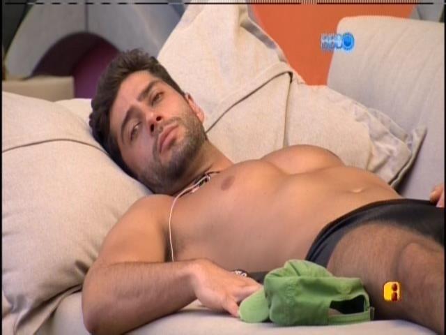 """15.mar.2014 - """"Se o Diego é sua opção número 2, eu seria qual?"""", pergunta Marcelo para Tatiele"""