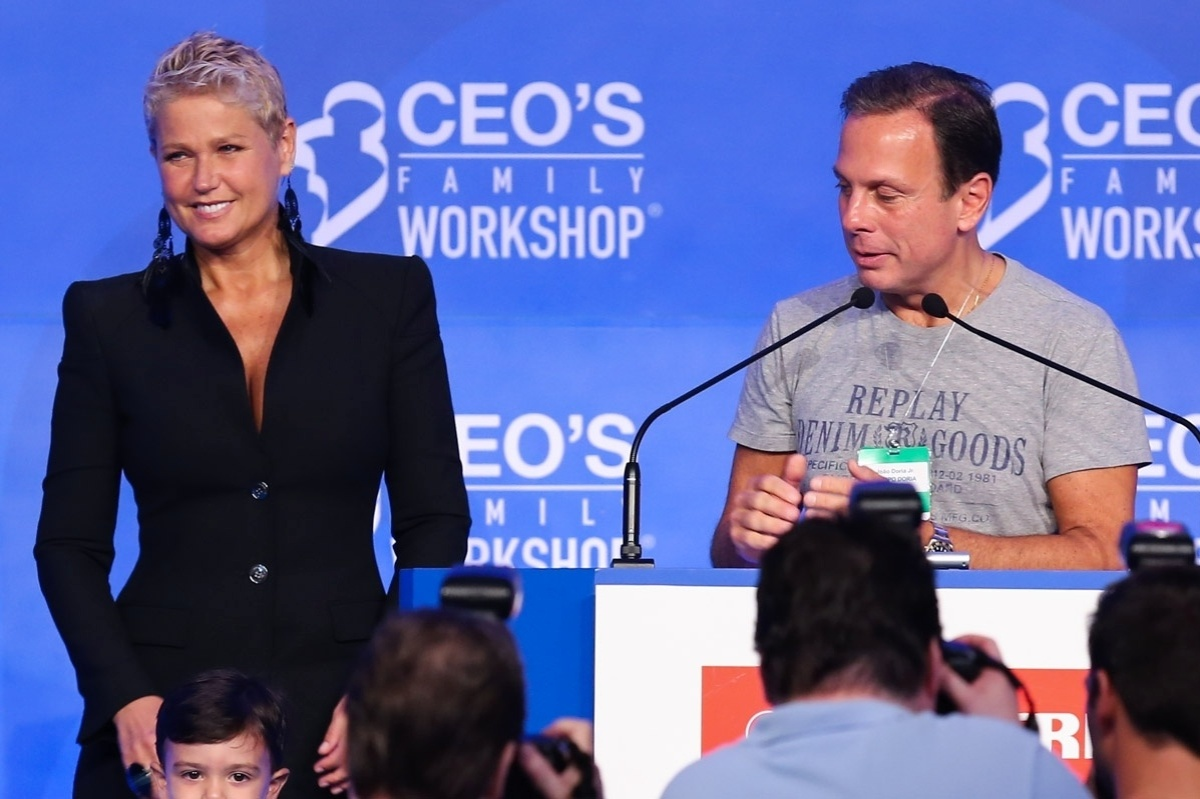 15.mar.2014 - Xuxa participou da 10ª edição do Ceo?s family workshop, realizado em um hotel em São Paulo pelo LIDE - Grupo de Líderes Empresariais