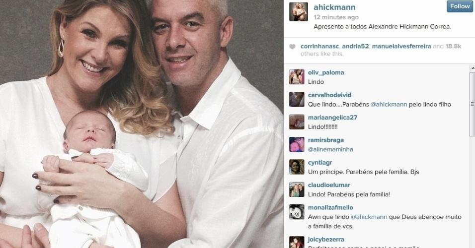 16.mar.2014 - Ana Hickmann usou seu perfil do Instagram para mostrar aos fãs o filho Alexandre, nascido no dia 7 de março