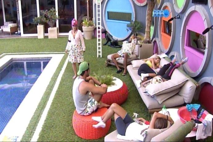 16.mar.2014 - Após acusação de Cássio a Marcelo, Clara brinca com situação e diz que também