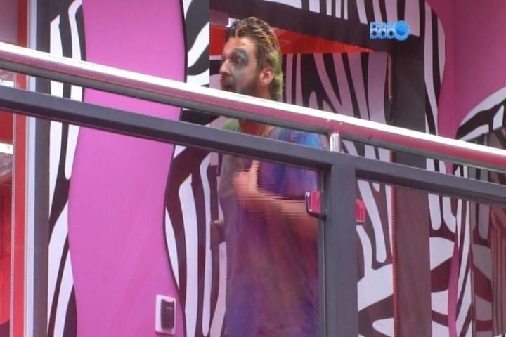 16.mar.2014 - Cássio se exalta em briga com Marcelo e o acusa de ter abusado de Angela que estava bêbada