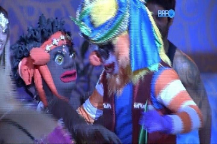 16.mar.2014 - Convidada de Loki causa dúvidas entre os brothers e Diego suspeita que seja Tatá Werneck disfarçada