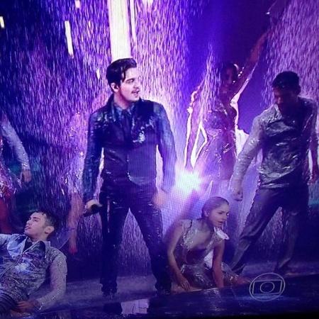 """Luan Santana cantou """"na chuva"""" em 2014 - Reprodução"""