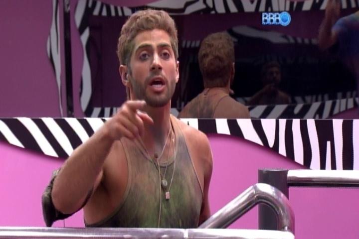 16.mar.2014 - Marcelo se defende de acusações de Cássio sobre ter se aproveitado de Angela enquanto ela estava inconsciente