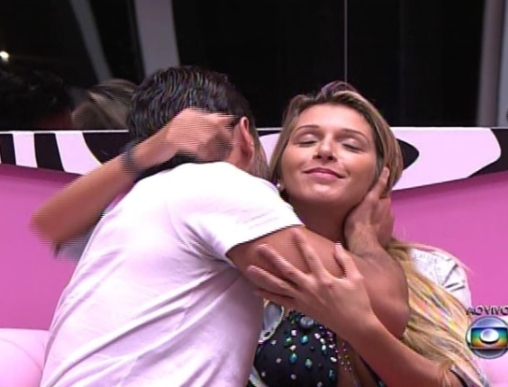 16.mar.2014 - Com o poder do anjo da semana, Marcelo decidiu imunizar Tatiele, a quem a definiu como