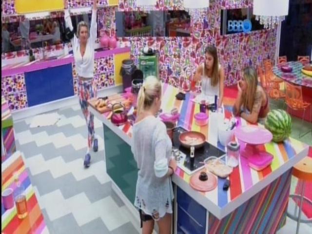 17.mar.2014 - Angela, Tatiele, Clara e Vanessa criticam acusação de Cássio a Marcelo