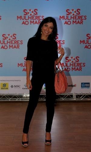 """17.mar.2014 - Anna Lima na pré-estreia do filme """"S.O.S Mulheres ao Mar"""" no Rio de Janeiro"""