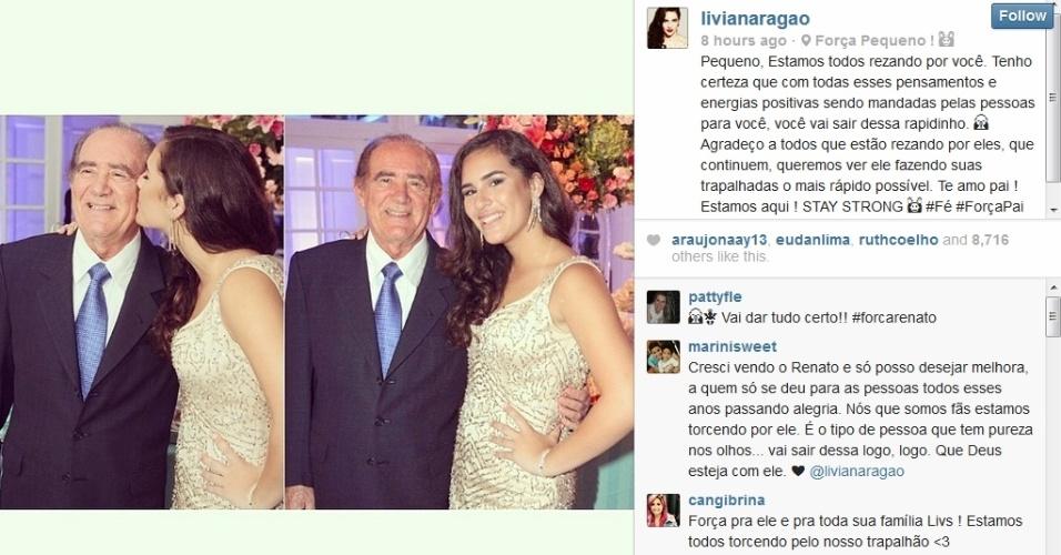 16.mar.2014 - Lívian Aragão mostra foto ao lado do pai, Renato Aragão