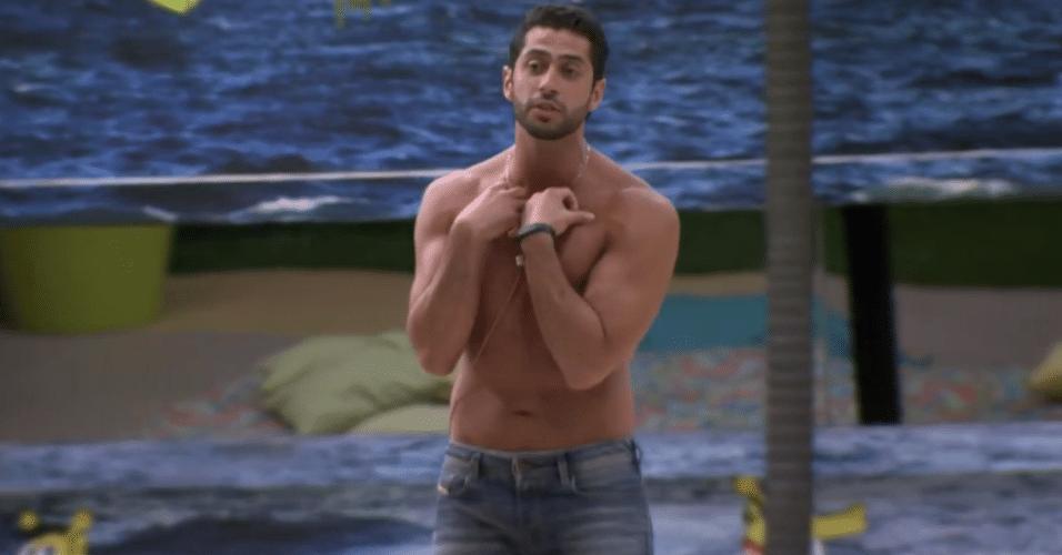 17.mar.2014 - Marcelo desabafa e diz para Angela que está muito decepcionado com ela.