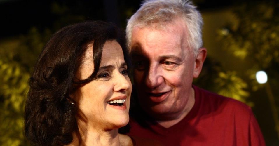 """17.mar.2014 - Marieta Severo e Marco Nanini juntos na coletiva da última temporada de """"A Grande Família"""", que acontece no Projac, no Rio"""