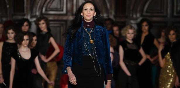 """A estilista L""""Wren Scott ao fim do desfile de sua coleção Inverno 2012 durante a semana de moda de Nova York (16/02/2012) - Carlo Allegri/Reuters"""