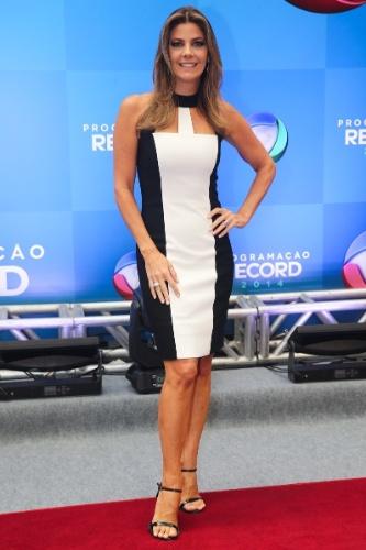 18.mar.2014 - A apresentadora Fabiana Scaranzi posa para foto na apresentação da programação 2014 da Record, em São Paulo