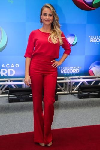 18.mar.2014 - A atriz Juliana Silveira posa para fotos na apresentação da programação 2014 da Record, em São Paulo