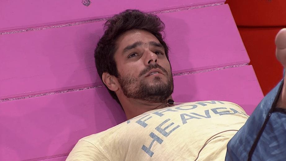 18.mar.2014 - Diego tranquiliza Cássio e afirma que, se for eliminado no paredão desta terça (18), não será por causa dele