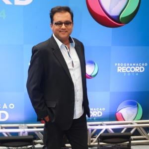 """Geraldo Luís é apresentador do """"Domingo Show"""""""
