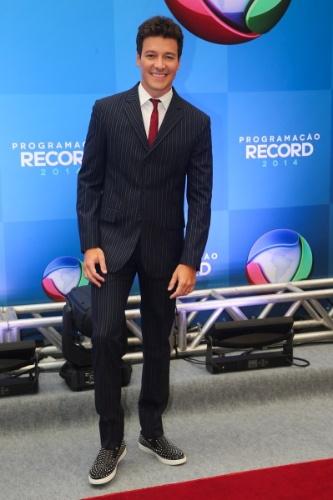 18.mar.2014 - O apresentador Rodrigo Faro posa para foto na apresentação da programação 2014 da Record, em São Paulo