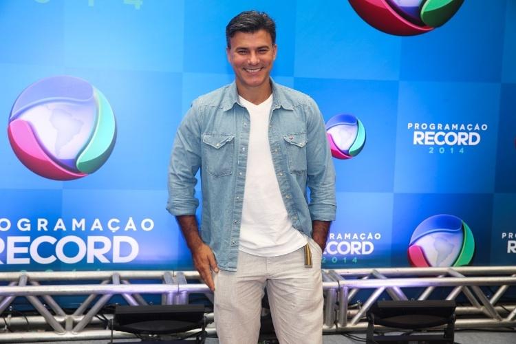 18.mar.2014 - O ator Leonardo Vieira posa para fotos na apresentação da programação 2014 da Record, em São Paulo