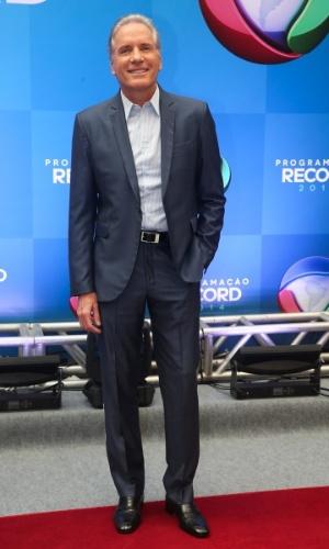 """18.mar.2014 - Roberto Justus, apresentador de """"O Aprendiz"""", chega para evento de apresentação da programação 2014 da Record, em São Paulo"""