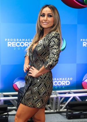 3848e36471cd8 Sabrina Sato comemora programa na Record e brinca com Rodrigo Faro ...