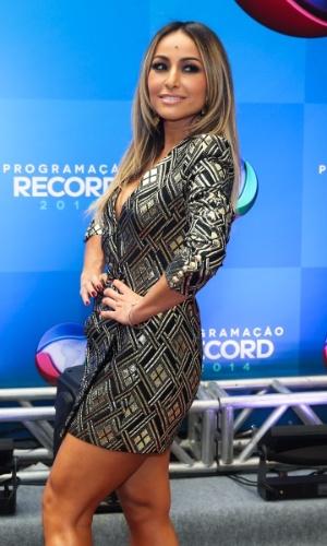 18.mar.2014 - Sabrina Sato, cujo novo programa estreará na Record em abril, chega para evento de apresentação da programação 2014 da emissora, em São Paulo