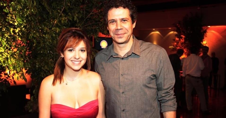 18.mar.2014- O autor, ator e diretor Hugo Possolo prestigia premiação com a filha