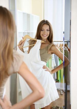 Com a roupa certa é possível ganhar alguns centímetros sem subir no salto - Thinkstock