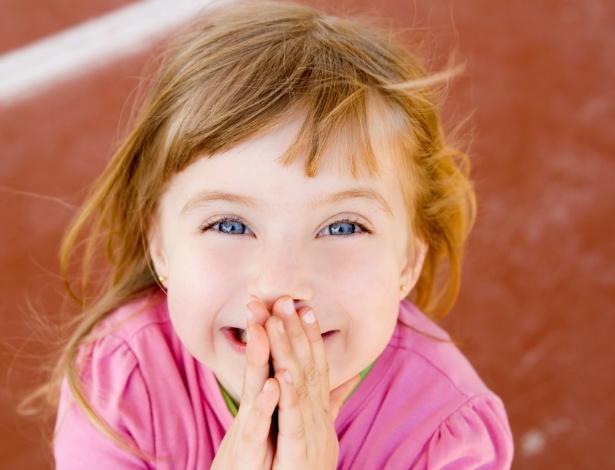 Uma das estratégias para fazer com que a criança pare de falar palavrão é desviar a atenção dela - Getty Images