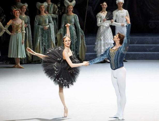 """Olga Esina e Vladimir Shishov em nova montagem de """"O Lago dos Cisnes"""" - Michael Pöhn/EFE"""