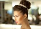 Coque é opção luxuosa para aliviar o calor da noiva no verão; siga o passo a passo - Fabiano Cerchiari/UOL