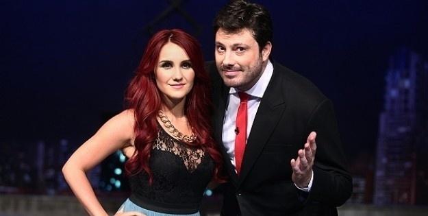 "11.mar.2014 - Danilo Gentili entrevista Dulce Maria no ""The Noite"", seu talk show no SBT"