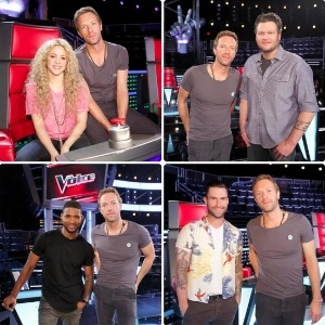 "Chris Martin posa com os técnicos do ""The Voice"" norte-americano"