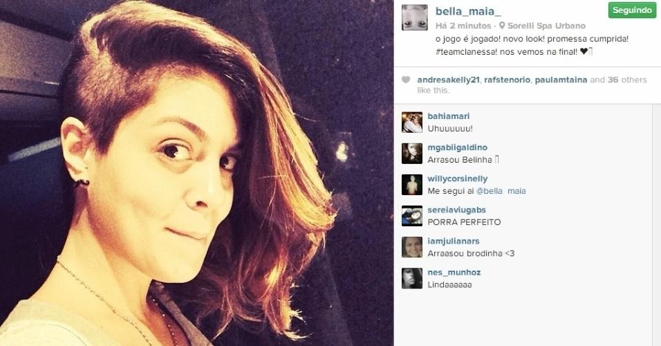 19.mar.2014 - Bella mostra como ficou seu visual com a lateral do cabelo raspada, em apoio à Clara e Vanessa.