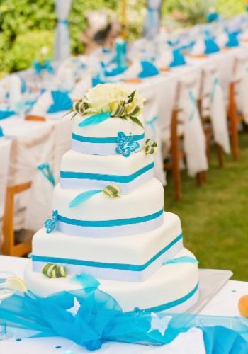 Azul: as tonalidades mais vivas mescladas com o branco deixam o ambiente lindo e glamuroso