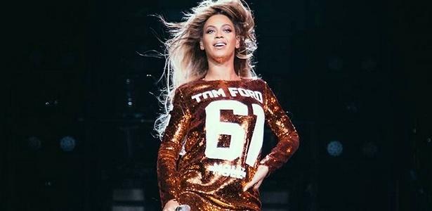 Beyoncé com vestido-camiseta de número da grife Tom Ford - Divulgação
