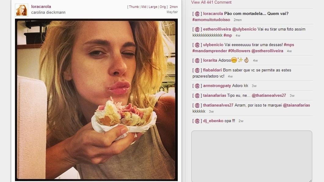 jan.2014 - Carolina Dieckmann publica foto dela comendo um pão com mortadela