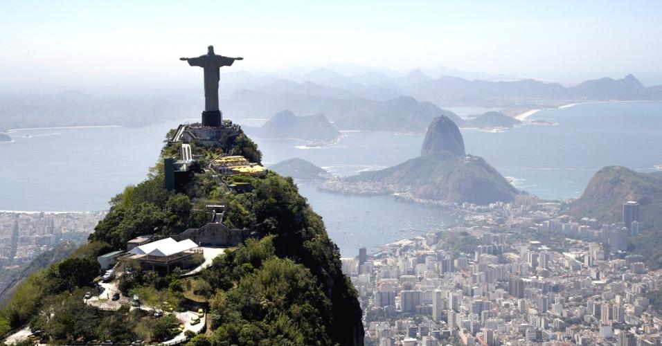 RIO DE JANEIRO (RJ): A estátua do Cristo Redentor coroa a paisagem da Cidade Maravilhosa, além de ser um mirante perfeito para as belezas da Baía de Guanabara...