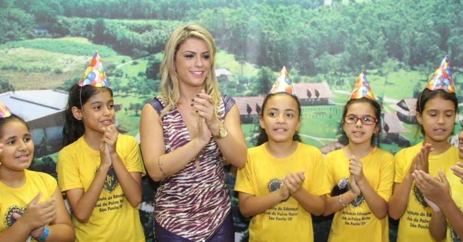 20.mar.2014 - A ex-panicat Babi Rossi celebrou seu aniversário de 24 anos festa em uma instituição beneficente, em São Paulo