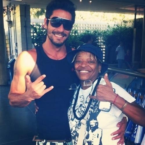 """20.mar.2014 - Diego encontra Mart'nália e aproveita para tietar a cantora. """"Mart me amarrei em te encontrar, sou fã ..."""", falou o carioca no Instagram"""