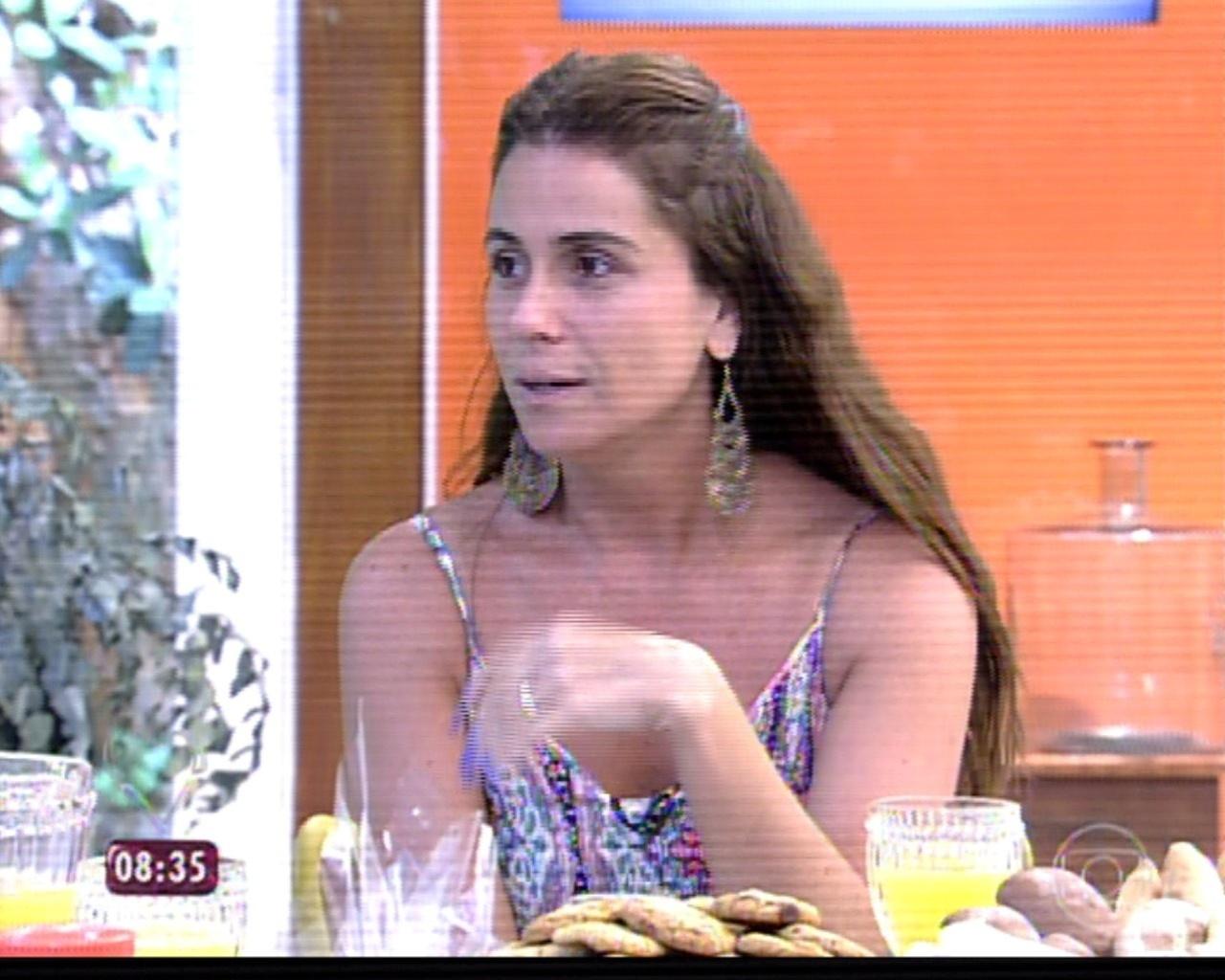 20.mar.2014 - Giovanna Antonelli comenta o romance de Clara e Marina na novela