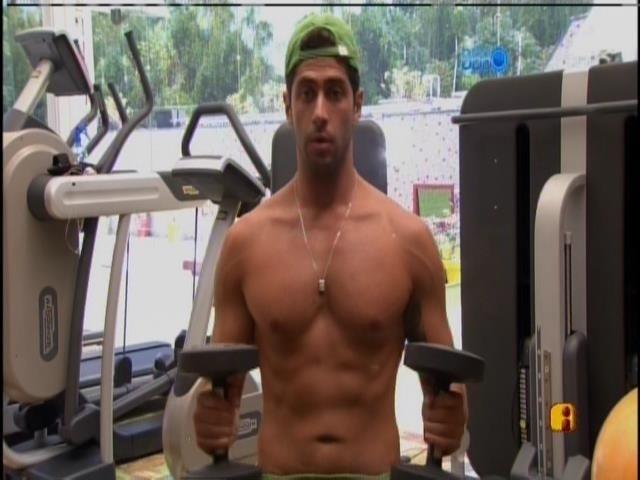 20.mar.2014 - Único acordado, Marcelo treina na academia