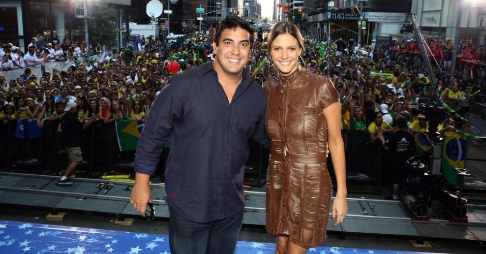 31.ago.2008 - André Marques e Fernanda Lima comandam o Brazilian Day, em Nova York