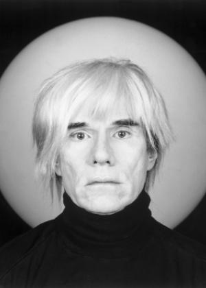 Foto do artista americano Andy Warhol, representante da Pop Art. - Divulgação