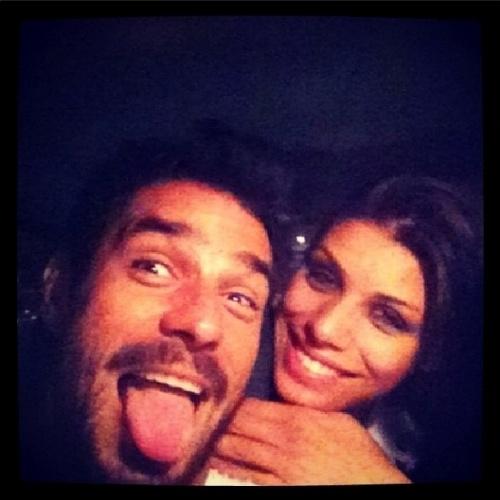 """21.mar.2014 - Diego posta foto abraçado com Franciele: """"Dia cansativo mas produtivo, indo pra casa! #artedeviver"""""""