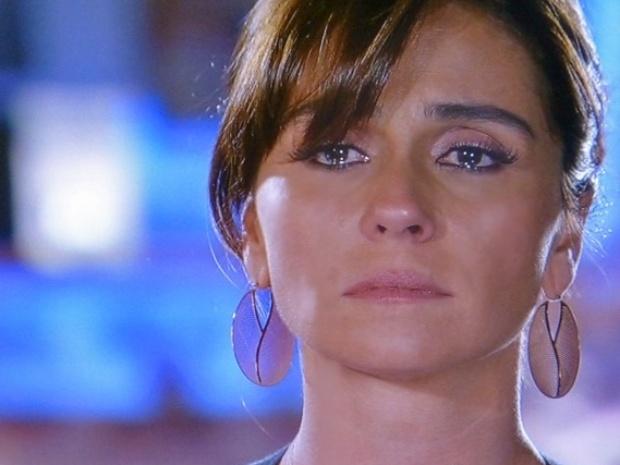 """21.mar.2014 - """"Em Família"""", Clara segura o choro durante conversa com Marina"""