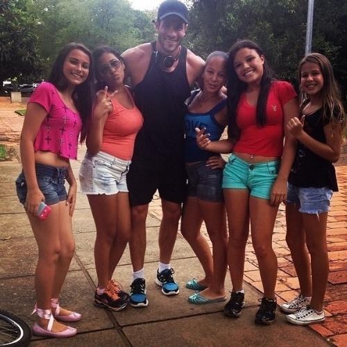 """21.mar.2014 - Roni acordou disposto nesta sexta e resolveu se exercitar no parque do Ibirapuera, em São Paulo. O modelo, que participou do """"BBB14"""", está aproveitando a fama instantânea. """"E o dia começando com energia total.Correr de manha no Ibira e logo depois receber todo este carinho,me fez um bem enorme.Muito obrigado meninas Deus no comando sempre"""", escreveu em seu perfil do Instagram"""