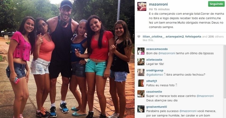 21.mar.2014 - Roni acordou disposto nesta sexta e resolveu se exercitar no parque do Ibirapuera, em São Paulo. O modelo, que participou do