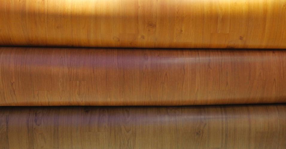 A importadora de pisos vinílicos Papinil (www.papinil.com.br) apresentou na 20ª edição da Feicon Batimat (Salão Internacional da Construção), em cartaz de 18 a 22 de março de 2014, em São Paulo, a coleção de revestimentos residenciais, da LG Housys, que imita madeira. Os produtos da linha podem ser instalados sobre outros pisos, oferecem a possibilidade da composição por recorte, mas não são indicados para as áreas molhadas
